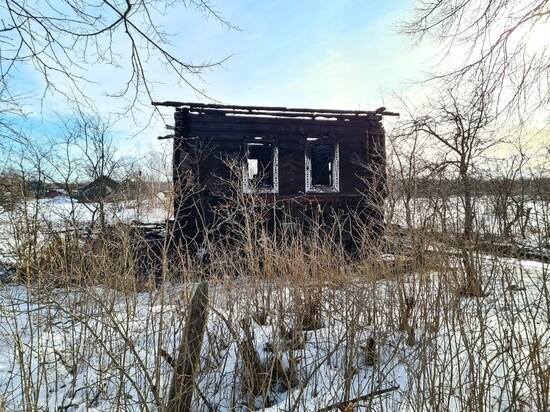 Тела трех человек нашли в сгоревшем доме в Тверской области