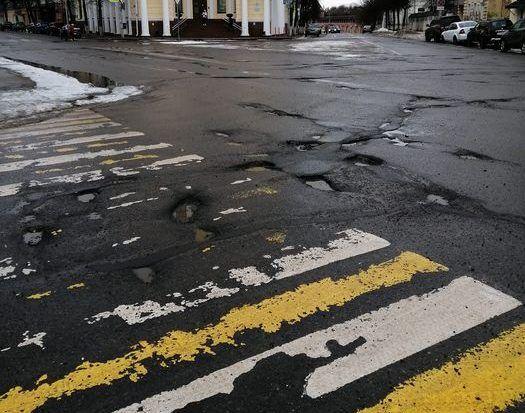В Смоленске дороги начали исчезать вместе со снегом